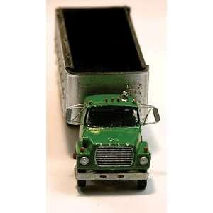 HO Ford LTS Dump Truck w/20 Dump Bed & Disc Wheels Toys & Games