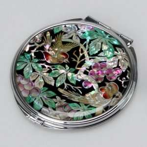 Mother of Pearl Green Leaf Grape Design Compact Makeup