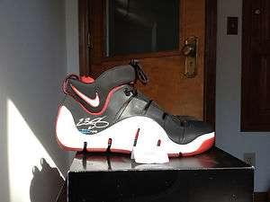 Nike ZOOM Lebron James IV sz 16 PE AUTO SIGNED UDA Shoes /23 III II I