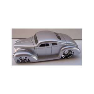 Jada Toys 1/24 Scale Diecast D rods 1940 Ford in Color Silver: Toys